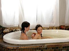 lesbians make out in the tub