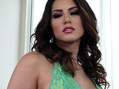 Dazzling with big tits Sunny Leone enjoys rubbing her vag during hot solo action