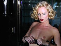 She is so fucking hot and horny! Babe looks like Marilyn Monroe and that's what makes her so desirable! Her lingerie is giving a piece of erotica!