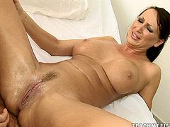 Steamy juggy brunette hoe gets her oversized vagina fisted
