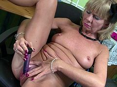 Check this solo video out where the horny mature blonde Cathy Oakley has some fun as she penetrates her wet pussy with a dildo.