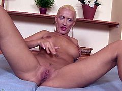 A hot blonde gal provokes the camera and fucking shows off her hot body while she masturbates in this solo scene. Check it out!
