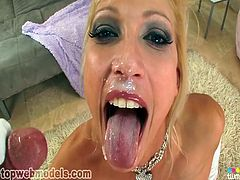 Blonde cougar is a deepthroat master