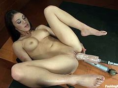 This playful and naughty brunette is such a fetish girl! Honey gets legs bondaged and then the fucking machine penetrates her pussy!