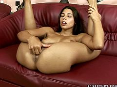 Appetizing brunette Zafira has a nice set of juicy tits! Sex-starved nymph knows how to make herself happy. She slips her fingers deep inside her wet twat and starts pumping them in and out. Don't miss her solo masturbation scene!