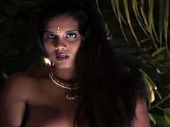 Curvy dark skinned Indian nympho has nothing against posing on cam at night. She strips with delight, plays with her big natural tits and demonstrates rounded big ass proudly. Just check her out in Indian Sex Lounge xxx clip to jerk off a bit till you jizz.