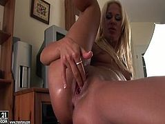 21 Sextury xxx clip provides you with a long legged tanned blondie. This amateur wanker with natural tits goes solo. She's got no dildo and uses a baseball bat to stimulate her wet pussy with delight.