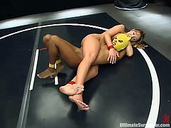 Janay fucks Yellow Kitty's snatch with a strapon on tatami