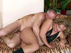 This dude knows how to make his woman happy! He fingers her hot snatch fervently to make it wet. Then he fucks her juicy snatch hard in sideways position.