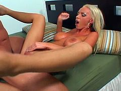 Watch the perverse and skinny blonde slut Nikki Benz blowing a big rod of meat in this naughty free video. Then she's rides it with her sweet pink cunt into a huge orgasm.