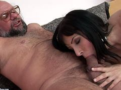 Just have a look at this steamy 21 Sextury xxx clip and be sure to cum. Amazing booty brunette sucks and rides gaffer's strong dick. This cum addicted cutie is surely a great pro in teasing cocks.