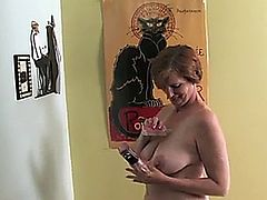 Mature babe dildoing her pussy