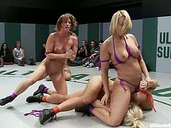 Ariel X, DragonLily, Holly Heart, Isis Love and Mellanie Monroe are having a crazy tussle on tatami. The sluts struggle with each other and then show their pussy-licking skills to each other.