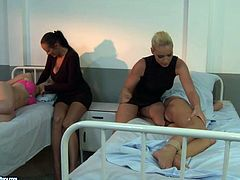 21 Sextury xxx clip provides you with a steamy bondage session right in the hospital. Dominant brunette and booty blondie tie up submissive gal in pink lingerie to please her wet pussy in a rough way right on the bunk bed.