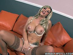 Blonde slut Jayden Jaymes starts gagging with a big dick up her mouth