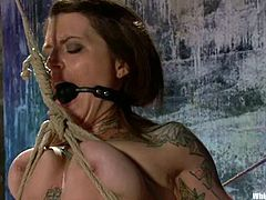 Sexy Vivienne Del Rio gets her vagina fingered deep by Maitresse Madeline. After that she gets tied up and spanked. Later on she toys Vivienne with a strap-on in pussy and ass.