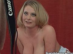 Chubby blonde milf Loni is having fun with a photographer. She strips and demonstrates her big ass and enormous tits and then pleases the guy with a handjob.