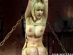 Hussy blonde jade is filming in hardcore BDSM porn video first time. She gets her nipples pumped with special tool. Her skin is pinned. This might be is painful but this freaky bitch feels nothing but pleasure.