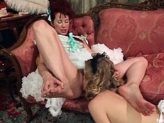 They are lesbians and just like the most of the lesbian girls, chicks love using some thick and powerful toys. Maitresse Madeline bangs Penny with a strapon!