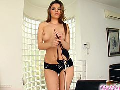 See the alluring and gorgeous brunette belle Peaches stripping off and flaunting her sexy body. Then she's ready to rub her clit while nailing her ass with a vibrator.