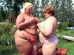 They are huge and they are ready for that cunt licking, this fat slut licks her fat friends cunt in this outdoor lesbian scene in the back yard.