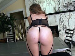 curvy mom slaps her ass