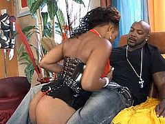 Curvaceous black whore arouses beefy dude with fantastic blowjob