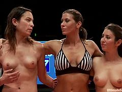 And the first pair of fighters is on the rings. Amber Rayne had been pushing hard to beat Serena Blair, the acting champ.