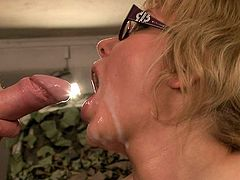 Curvy blond MILF gets pounded sideways pose before getting her face sprayed with pee