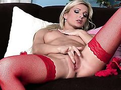 Vanessa Jordin is in the mood for pussy rubbing
