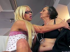 Kata gets her old hairy cunt licked by pretty blonde Kiara Lord