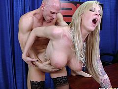 She loves the pain, and she love an ass penetration.Her bold sex partner just penetrated her butthole with his large cock, watch how enjoyed it in Brazzers Network sex clips.
