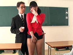 Kana Yume is taken to this classroom to show the students how a pussy is like first hand. She'll masturbate to see the effects or stimulation on one.
