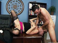 Keiran Lee uses his throbbing schlong to bring Gia Dimarco to the height of pleasure
