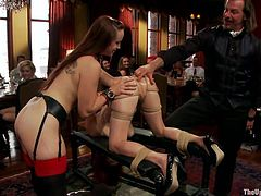 Bella licks Penny's tight anus in front of the spectators and ends with applause. The public enjoys how she slides her tongue on and in that tight hole but the executor wants to give more than a show! He fingers the anus now and then slowly that asshole gets more and more stretched.
