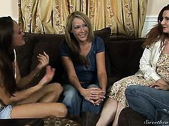 Randi James and Michelle Lay stretch each others twat with desire