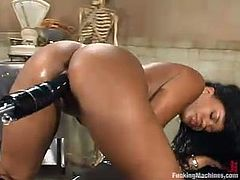 Pretty ebony girl Sydnee Capri is gonna test her new fucking machine. She strips, lies down in an arm chair, spreads her legs wide and then enjoys a nice experience.