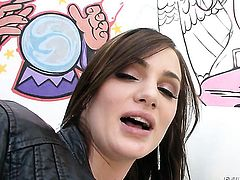 Experienced hottie Lily Carter cant wait to be take cum shot on her nice face