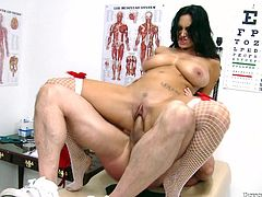 What looks great on a French slut? Especially when she's a hot brunette milf such as Ava. This bitch deserves a big cumload so after ridding her guy with that big booty, he bends her over and pounds her ass. All that hard fucking resulted in a big load of cum on her slutty face. Yeah, she looks good glazed.