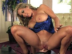 Hottie likes shaking her big boobs when riding hard on the fucking machine