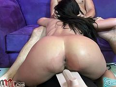 Gorgeous Aleksa Nicole gets her pussy licked and toyed to orgasm
