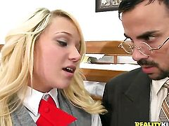 Voodoo bangs Blonde Teagan Summers in her mouth as hard as possible in steamy oral action