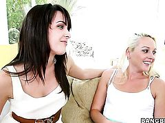 Natalie Heart with juicy butt and Roxxi Silver stretch each others pussy hole with passion