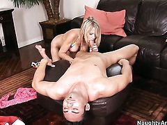 Jack Cummings gives cute Bridgett Lees twat a try in steamy action