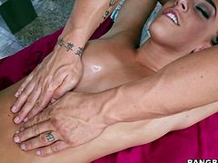 Dazzling brunette nympho gets her pussy expertly eaten by her masseur