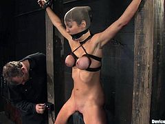 Sexy brunette Princess Donna Dolore loves pain. That is why she lets some man bind her in a basement and decorate her nipples with weights.
