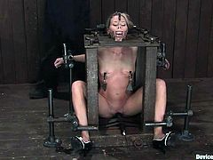 Blonde girl sits in a BDSM machine. Someone fixes mousetrap on her tongue. These chick also gets gagged with a spider gag. She also gets toyed in her pussy.