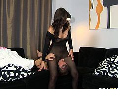 Gorgeous brunette Simone Peach will never miss a chance for hot facesitting session. She sits on her lover's face and makes him eat her hungry snatch. He licks it with great enthusiasm like a true cunt licker.