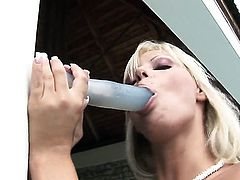 Fuck crazed hussy Sheila Grant with huge breasts and clean pussy can't stop fingering her honeypot