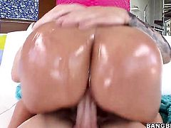 Melanie Monroe with juicy booty gives suck job to hot dude
